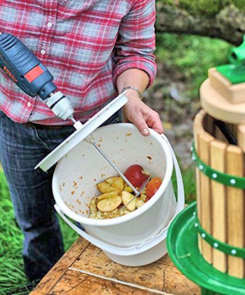Gyümölcsaprító -zúzó vödör - aprítás fúrógéppel